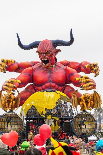 Carnevale-di-Viareggio-2016-86.jpg